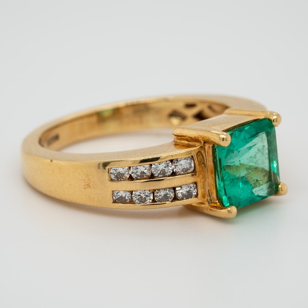 Emerald and diamond shoulders ring - image 2