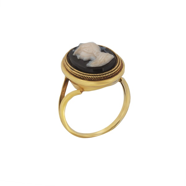 A Gold Cameo Ring - image 2