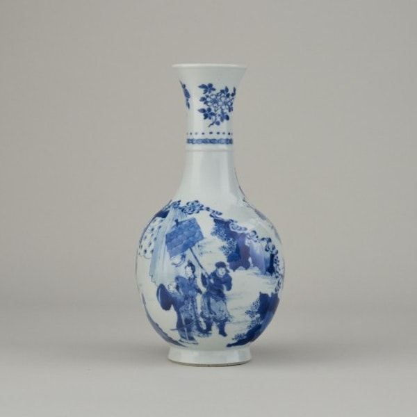 A FINE CHINESE BLUE AND WHITE VASE, 1662-1722 - image 1