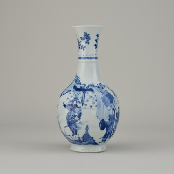 A FINE CHINESE BLUE AND WHITE VASE, 1662-1722 - image 6