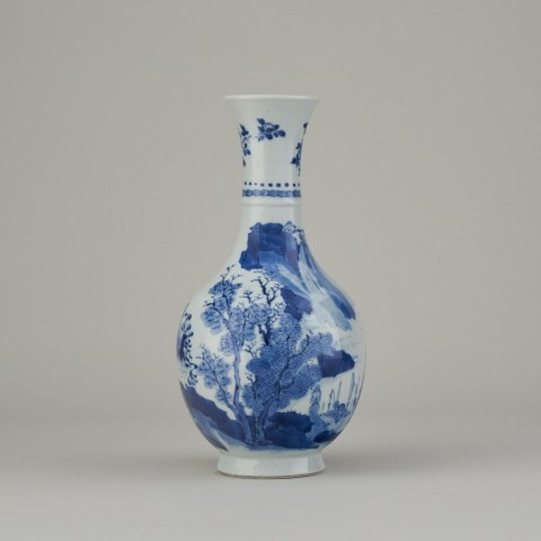 A FINE CHINESE BLUE AND WHITE VASE, 1662-1722 - image 2