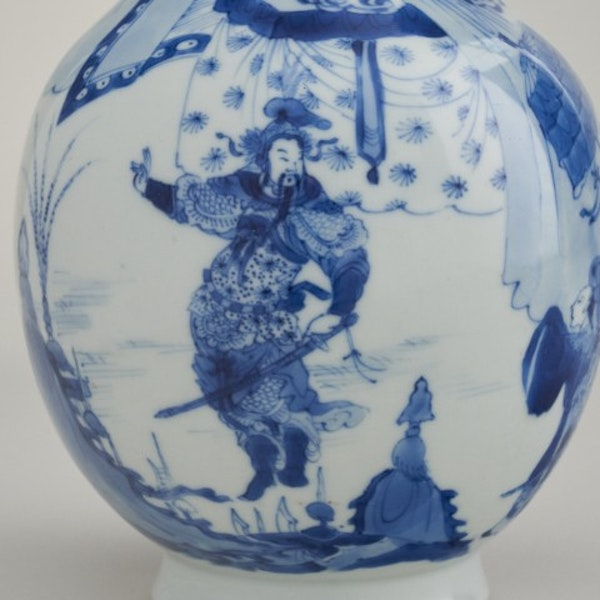 A FINE CHINESE BLUE AND WHITE VASE, 1662-1722 - image 3