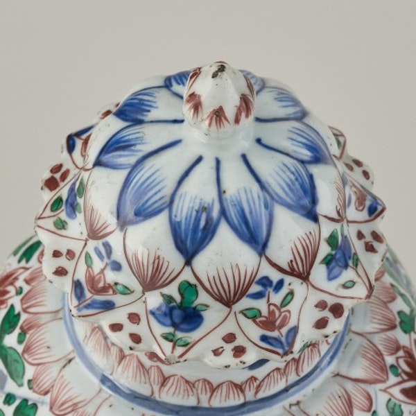 A CHINESE FAMILLE VERTE VASE AND COVER, 1662-1722 - image 2