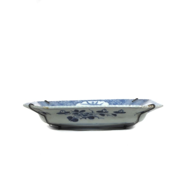 Square blue and white plate - image 3