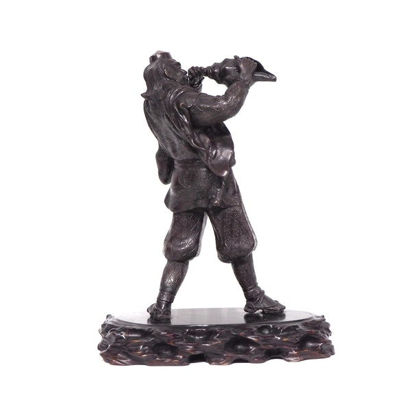 Japanese bronze statue of a Samurai blowing a conch shell - image 5
