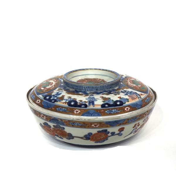 Large Japanese Imari bowl - image 2