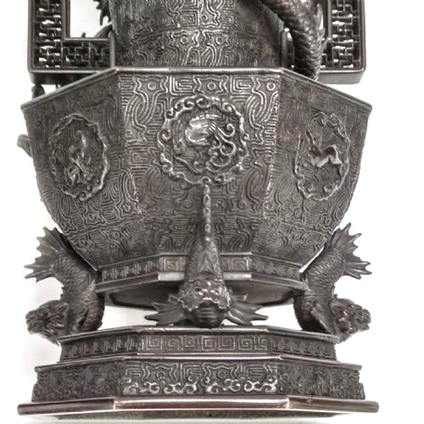 Pair Japanese Bronze Vases. Meiji Period ( 1868-1912 ) - image 5