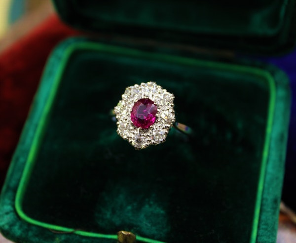 A very fine Burmese Ruby & Diamond Cluster Ring set in Platinum, English, Circa 1930 - image 3