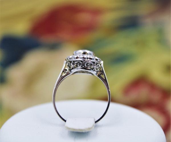 A very fine Diamond Cluster Ring set in Platinum, Circa 1950 - image 2