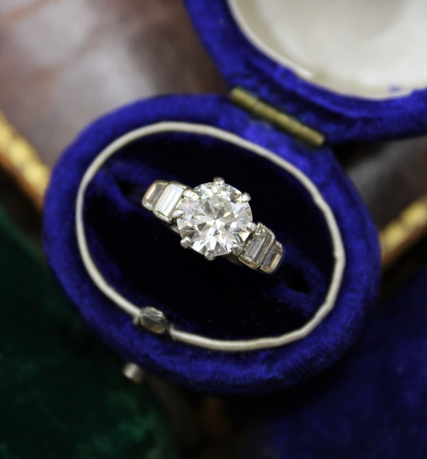 A very fine 1.16ct Diamond Solitaire Ring with Stepped Shoulders set in Platinum, English, Circa 1945 - image 1