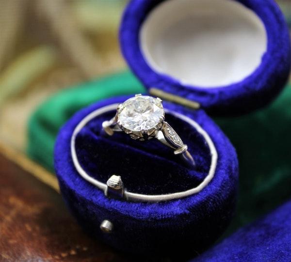 A very fine 1.80 Carat Diamond Solitaire Ring set in Platinum, English, Circa 1920-1930 - image 2