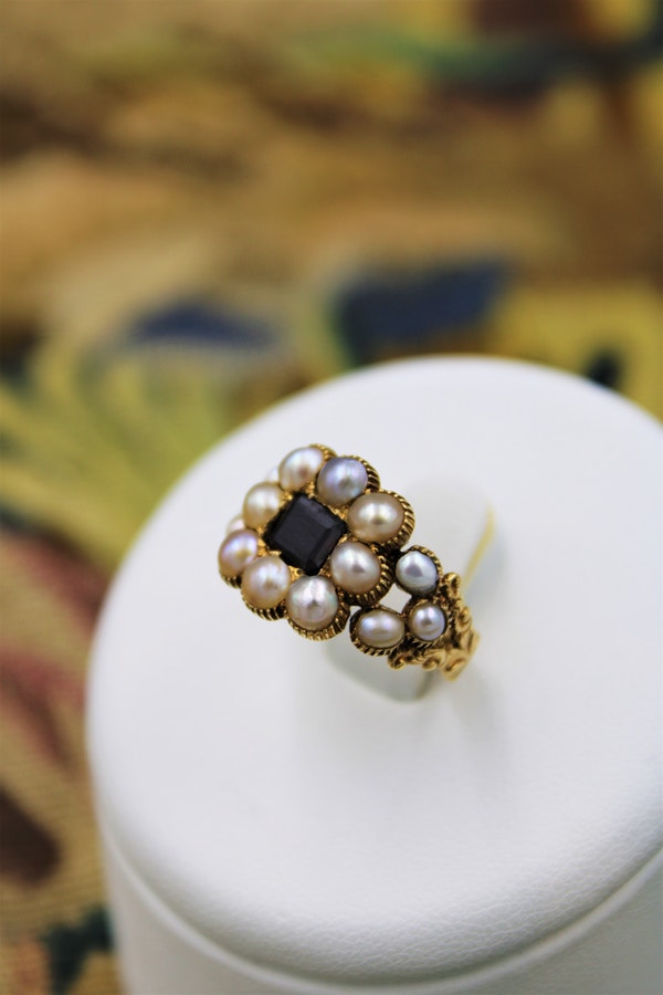 A fine Garnet and Natural Pearl Mourning Ring set in 18ct Yellow Gold, English, Circa 1825 - image 1