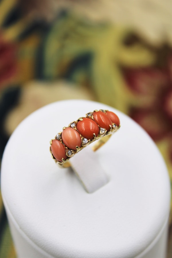 A very fine Victorian Coral and Diamond Ring set in 18ct Yellow Gold, English, Circa 1900 - image 1