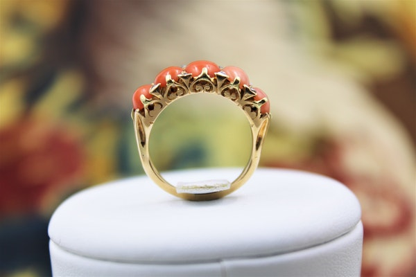 A very fine Victorian Coral and Diamond Ring set in 18ct Yellow Gold, English, Circa 1900 - image 2
