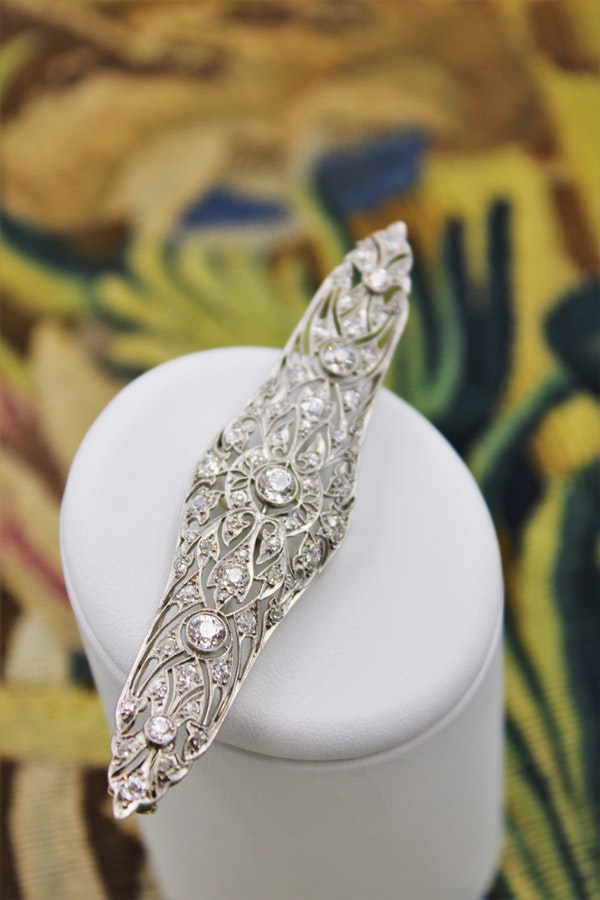 A very fine Diamond Art Deco Elongated  Brooch in Platinum & 18ct Gold Tested, Circa 1920 - image 1