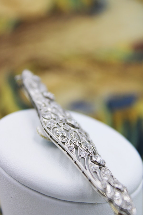 A very fine Diamond Art Deco Elongated  Brooch in Platinum & 18ct Gold Tested, Circa 1920 - image 2