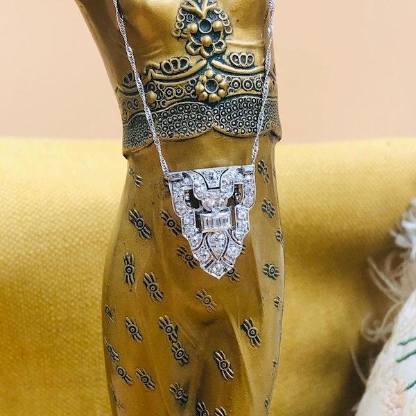 A very beautiful Platinum (tested) Art Deco Diamond Clip Brooch convertible to a Pendant, Circa 1925 - image 1