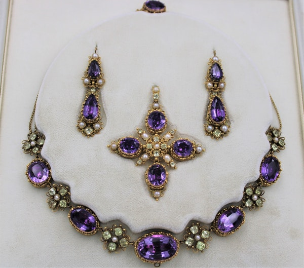 An exceptional example of a late Georgian Demi-Parure set with Amethysts, Seed Pearls and Chrysobery in High Carat Yellow Gold, English, Circa 1820 - image 3
