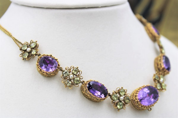 An exceptional example of a late Georgian Demi-Parure set with Amethysts, Seed Pearls and Chrysobery in High Carat Yellow Gold, English, Circa 1820 - image 4