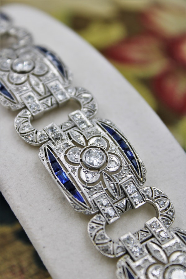 An exquisite Diamond & Sapphire Art Deco  Bracelet mounted in Platinum, English, Circa 1930 - image 1