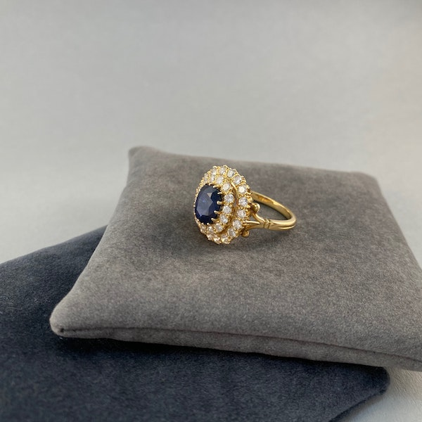 Sapphire Diamond Ring in 18ct Gold date circa1960 SHAPIRO & Co since1979 - image 3