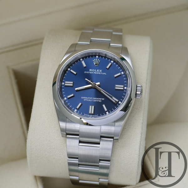 Rolex Oyster Perpetual 36 126000 Oystersteel Blue Dial - image 2