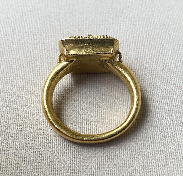 Gold gem set ring - image 3