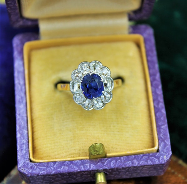 A very fine Sapphire and Diamond Cluster Ring set in 18ct Yellow Gold & Platinum, Circa 1935 - image 1