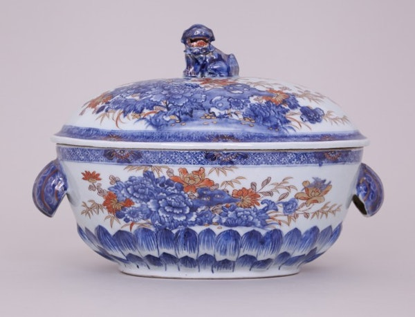 A CHINESE IMARI OVAL TUREEN, FIRST HALF OF THE 18TH CENTURY - image 1