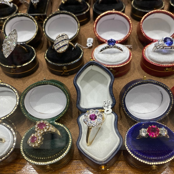 Ruby Diamond Ring in 18ct Gold date Birmingham 1968 SHAPIRO & Co since1979 - image 8