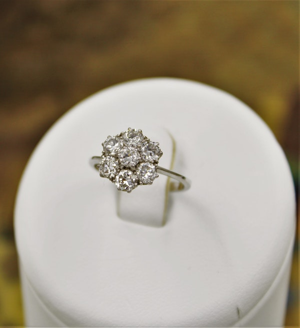"""A very fine """"Transition-Cut"""" Diamond Cluster Ring set in 18ct White Gold & Platinum, English, Circa 1930-1940 - image 4"""
