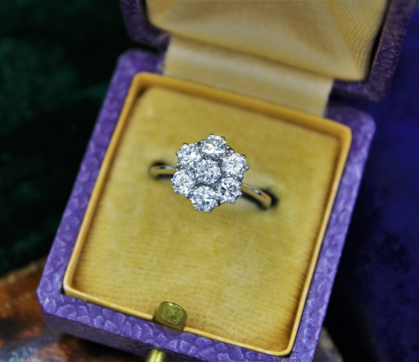 """A very fine """"Transition-Cut"""" Diamond Cluster Ring set in 18ct White Gold & Platinum, English, Circa 1930-1940 - image 1"""