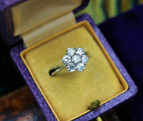 """A very fine """"Transition-Cut"""" Diamond Cluster Ring set in 18ct White Gold & Platinum, English, Circa 1930-1940 - image 3"""