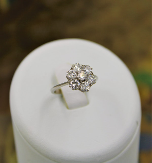 """A very fine """"Transition-Cut"""" Diamond Cluster Ring set in 18ct White Gold & Platinum, English, Circa 1930-1940 - image 5"""