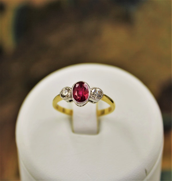 A very fine Oval Natural Ruby & Diamond Ring mounted in 18ct Yellow Gold & Platinum, Pre-owned - image 2