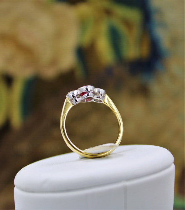 A very fine Oval Natural Ruby & Diamond Ring mounted in 18ct Yellow Gold & Platinum, Pre-owned - image 3