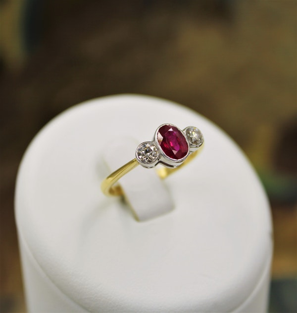 A very fine Oval Natural Ruby & Diamond Ring mounted in 18ct Yellow Gold & Platinum, Pre-owned - image 1