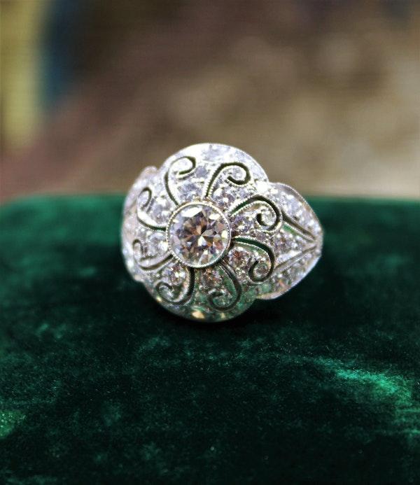 A very beautiful & stylish Art Deco Diamond Demi-Bombé Ring, mounted in Platinum, Circa 1935 - image 2