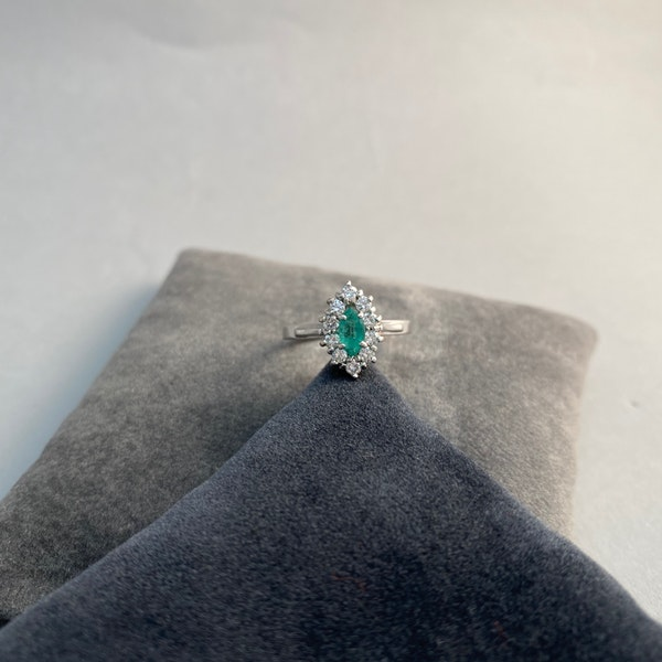Emerald Diamond Ring in 18ct White Gold date Birmingham 1981 SHAPIRO & Co since1979 - image 4