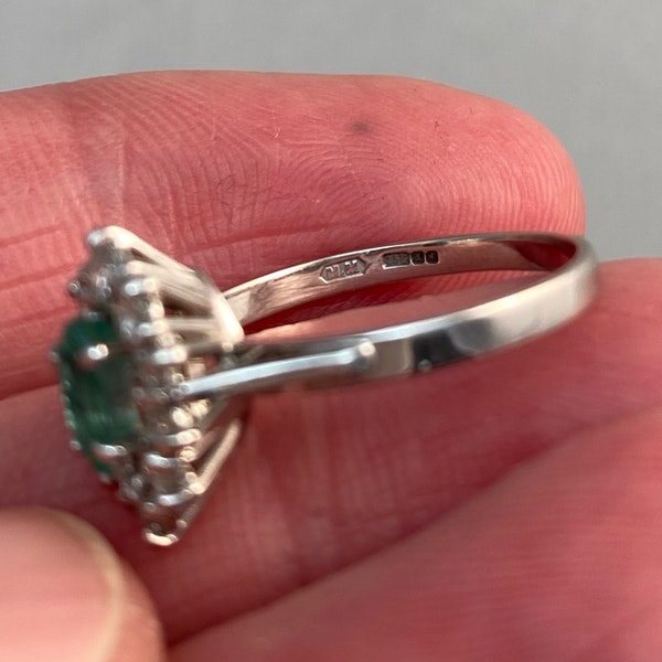 Emerald Diamond Ring in 18ct White Gold date Birmingham 1981 SHAPIRO & Co since1979 - image 6