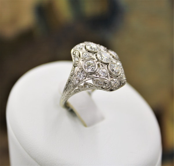 A very fine Art Deco Diamond Dress Ring mounted in Platinum and 14ct Gold, Circa 1930 - image 4