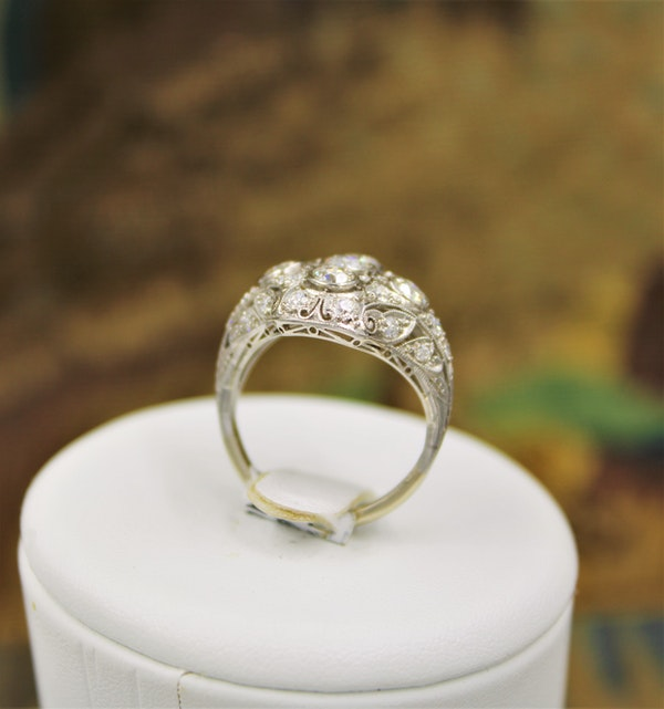 A very fine Art Deco Diamond Dress Ring mounted in Platinum and 14ct Gold, Circa 1930 - image 5