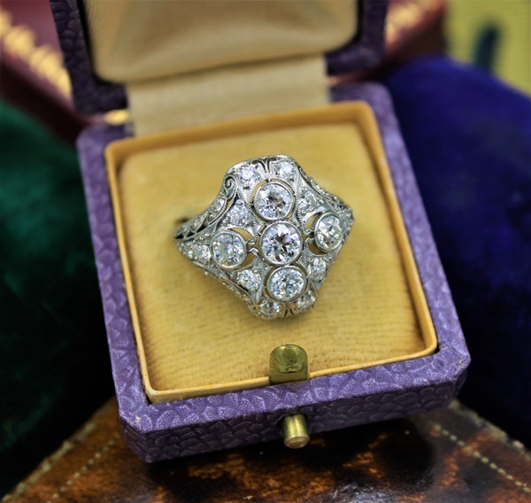 A very fine Art Deco Diamond Dress Ring mounted in Platinum and 14ct Gold, Circa 1930 - image 1