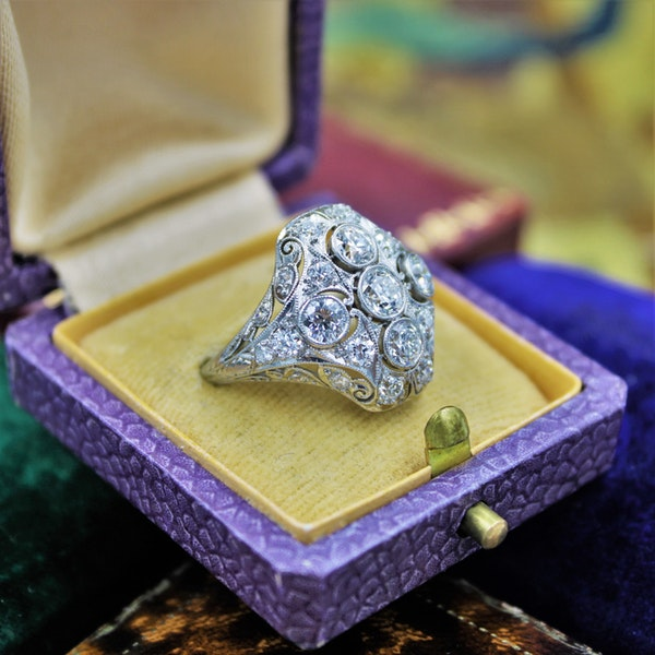 A very fine Art Deco Diamond Dress Ring mounted in Platinum and 14ct Gold, Circa 1930 - image 2