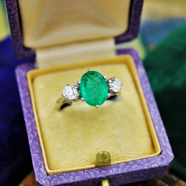 A very fine Emerald & Diamond Three Stone Ring set in Platinum, Circa 1980 - image 1