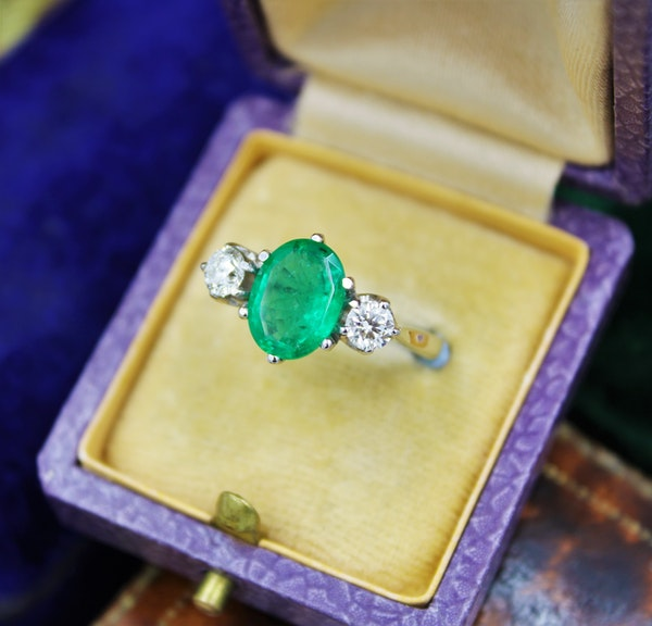 A very fine Emerald & Diamond Three Stone Ring set in Platinum, Circa 1980 - image 2
