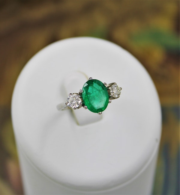A very fine Emerald & Diamond Three Stone Ring set in Platinum, Circa 1980 - image 3