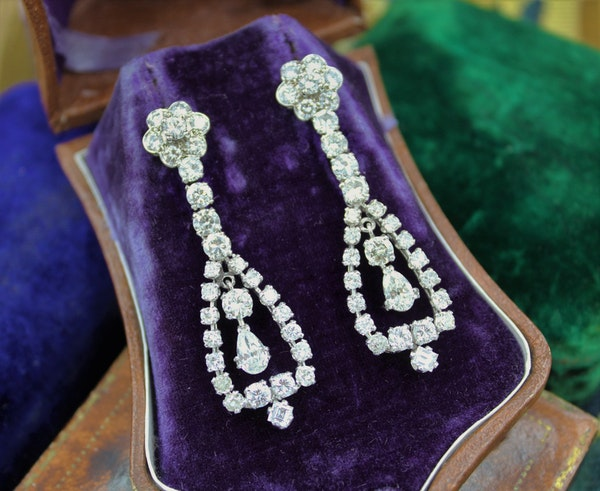 A magnificent pair of 8.30ct Diamond Drop Earrings set in 18ct White Gold, Circa 1955 - image 1