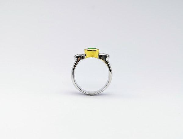 18ct Yellow & White Gold Rub Around 3 Stone Emerald & Diamond Ring - image 3