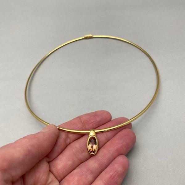 Topaz Pendant in 18ct Gold date circa 1980 SHAPIRO & Co since1979 - image 4
